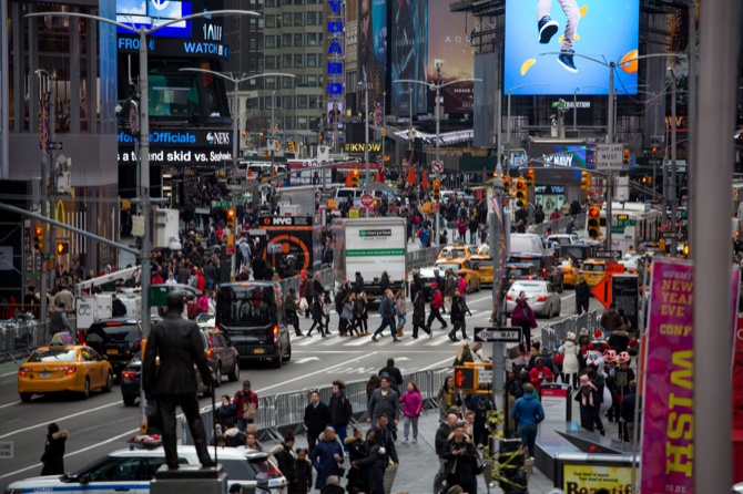 us new york city keeps getting safer as murders robberies decline
