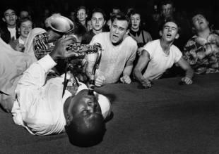 Big Jay McNeely și publicul său - 1953