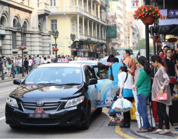 Police bust 21 drivers in Macau for illegal passenger services