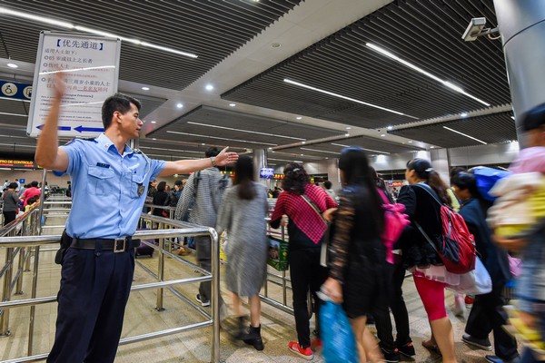 Macau'sgovernment to review computer glitch at the city's checkpoints