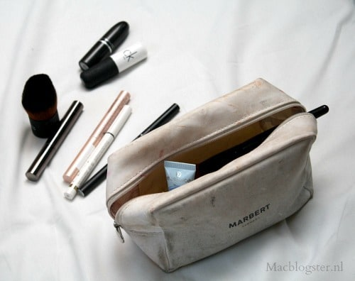 mijn make-up bag tijdens Amsterdam Fashion Week