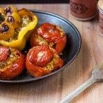 Pomodori e peperoni farciti di quinoa alla curcuma