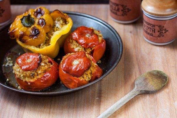 Pomodori e peperoni di quinoa alla curcuma