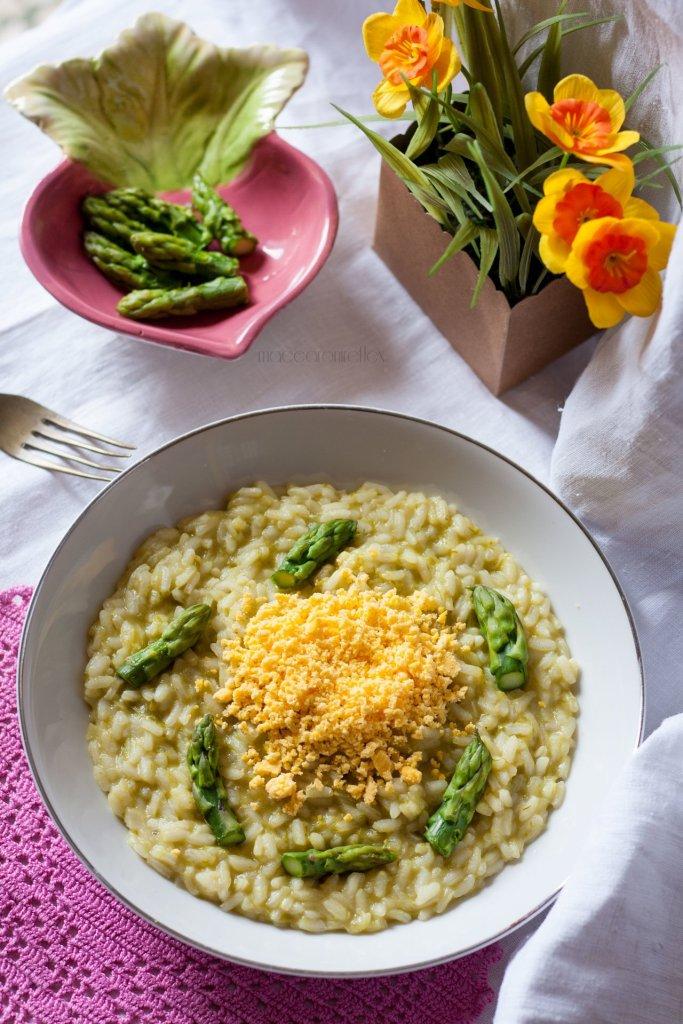 Risotto mimosa con uova e asparagi ricetta