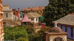 Οι πολύχρωμοι δρόμοι στις Καρυές εντυπωσίασαν την Daily Mail
