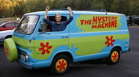 Parody: Tim Cook in Apple Mystery Van