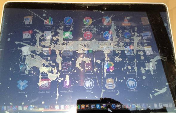 Damaged MacBook display (photo via Staingate.org)