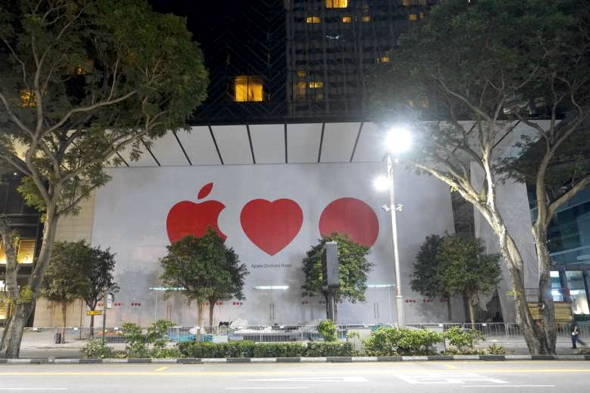 Barricades were removed at the Apple Orchard Road store to reveal the Apple Loves Red Dot (Singapore) icons on Wednesday night. (Photo: Trevor Tan)