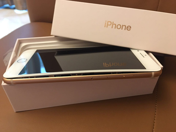 iPhone 8 Plus unit suffers swollen battery during shipping (via ThePaper.cn)