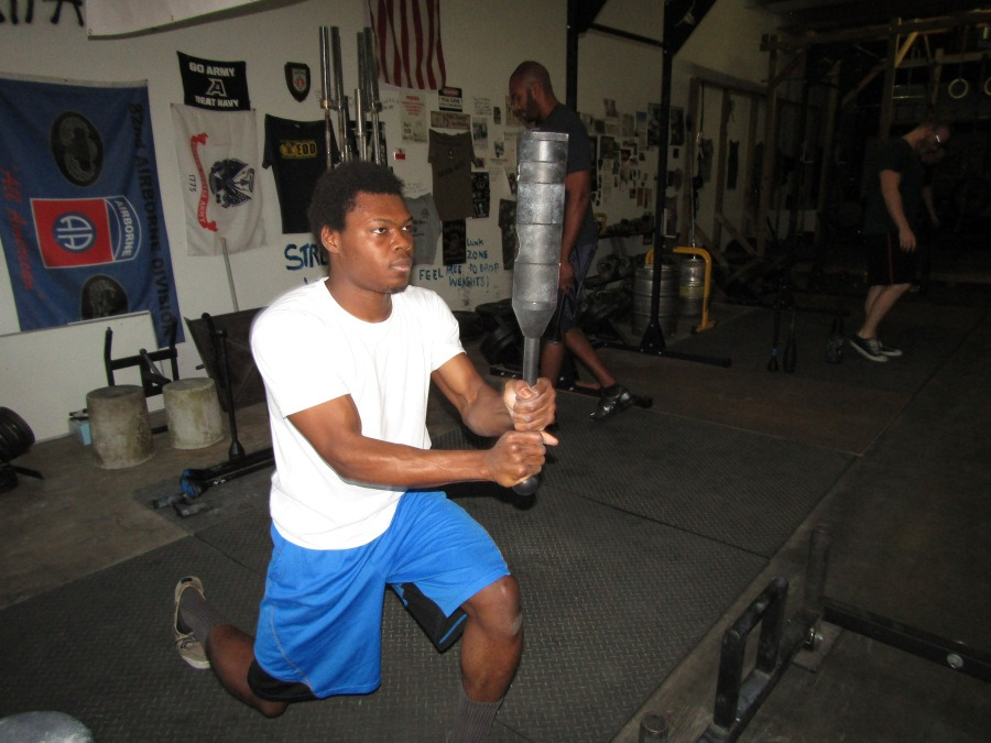 2018-03-05-07-25-09_barbarian split squats