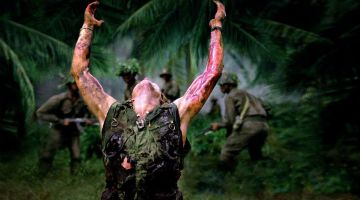 Platoon (1986) dirigida por Oliver Stone