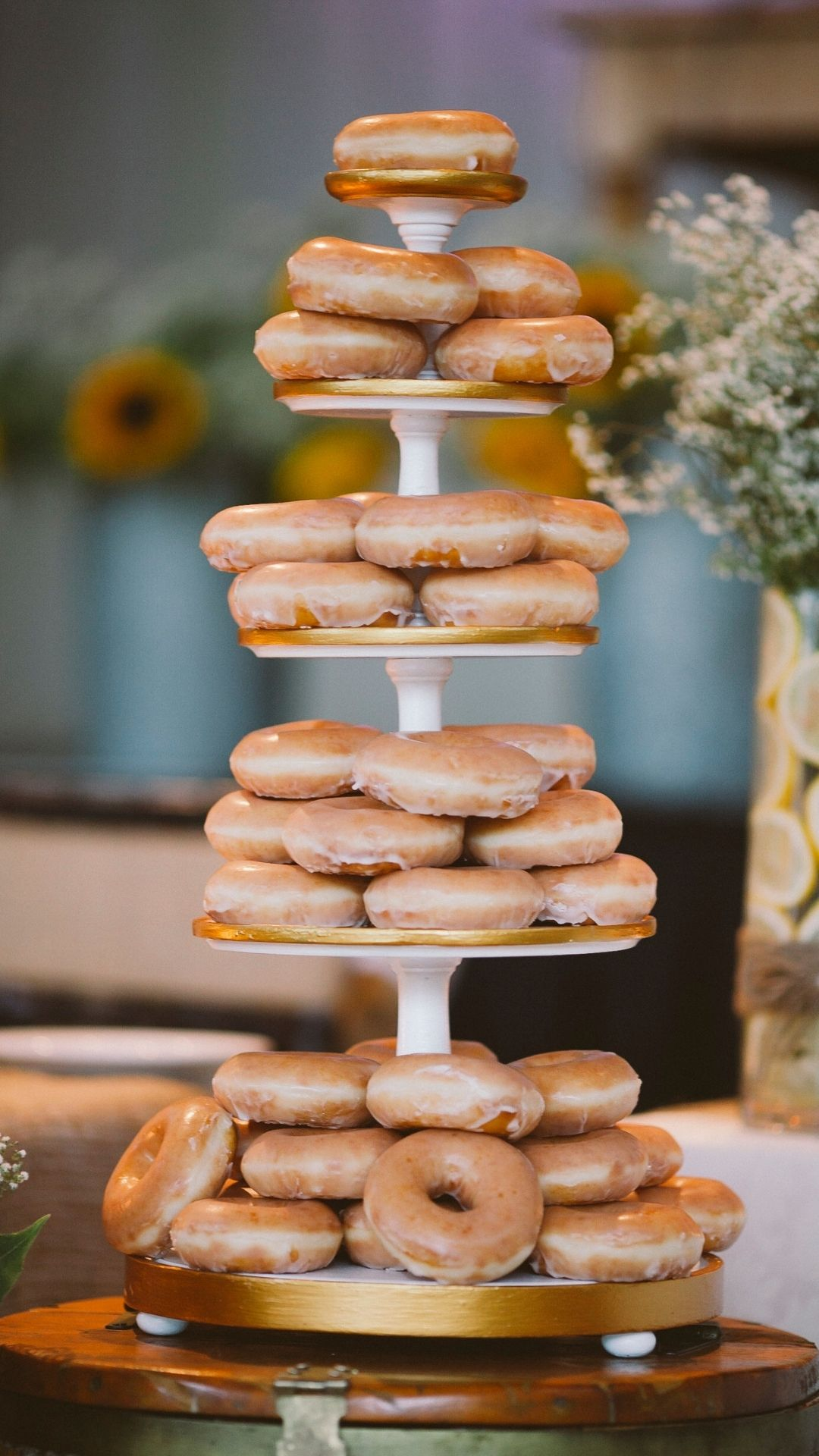 Donuts wedding cake trends 2021