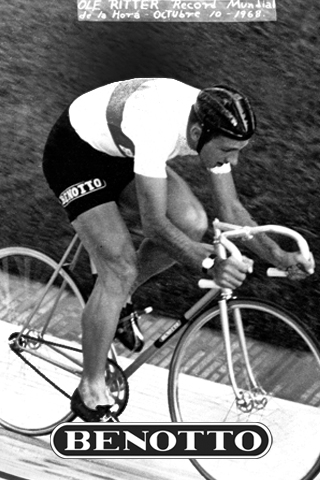 Ole Ritter breaks the hour record in 1968