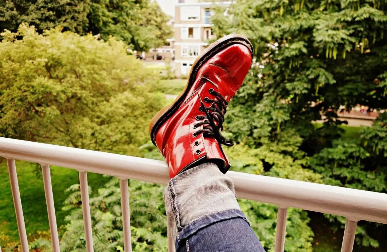 ジーンズと革靴