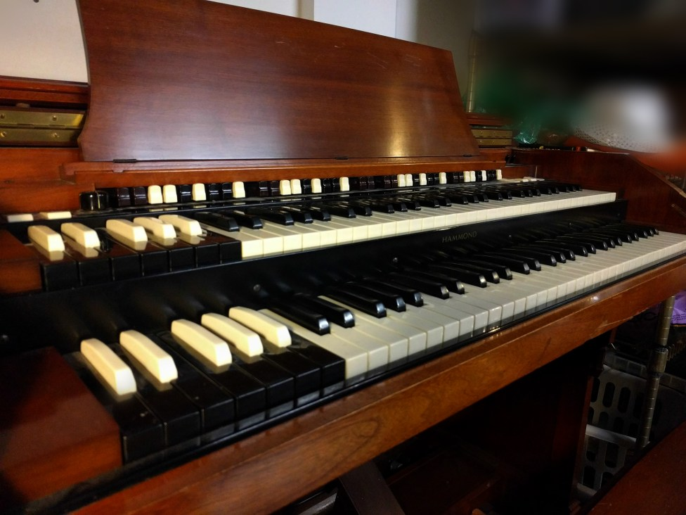 Crying 2 tiers of joy for this 1956 Hammond!