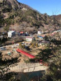 東屋から見下ろす鮎のつり橋(下関・男性)