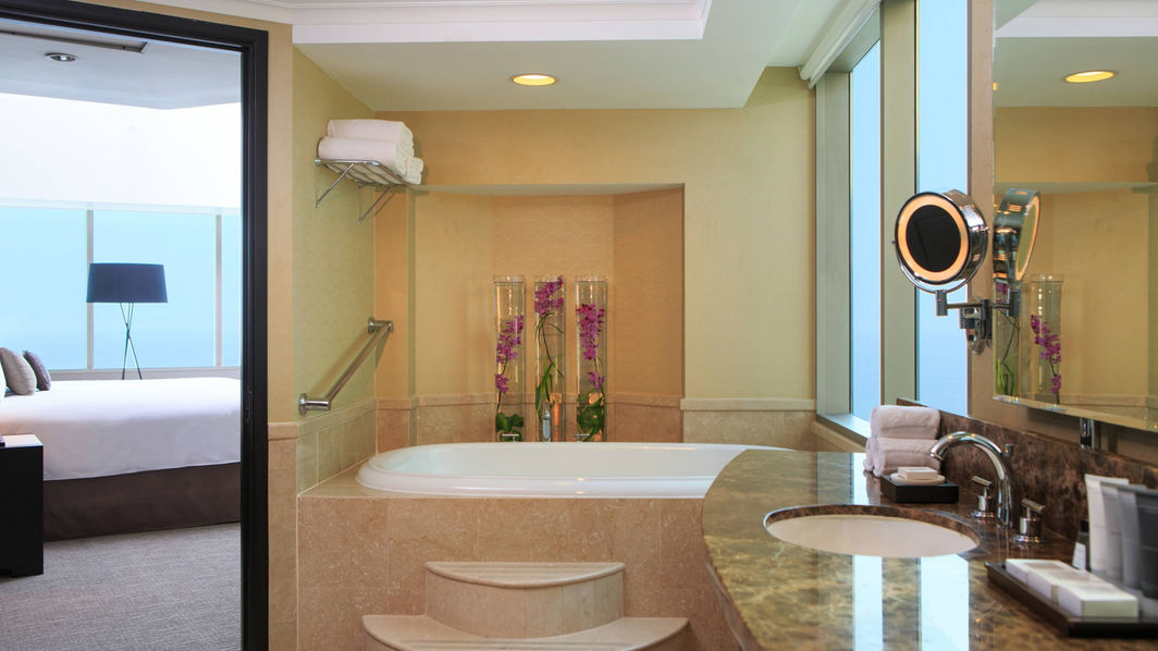 Suite with Whirlpool, JW Marriott Hotel Lima