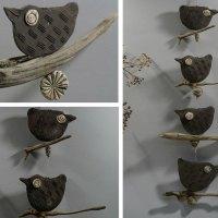 4 Vögel auf Treibholz - Fensterhänger - Keramik