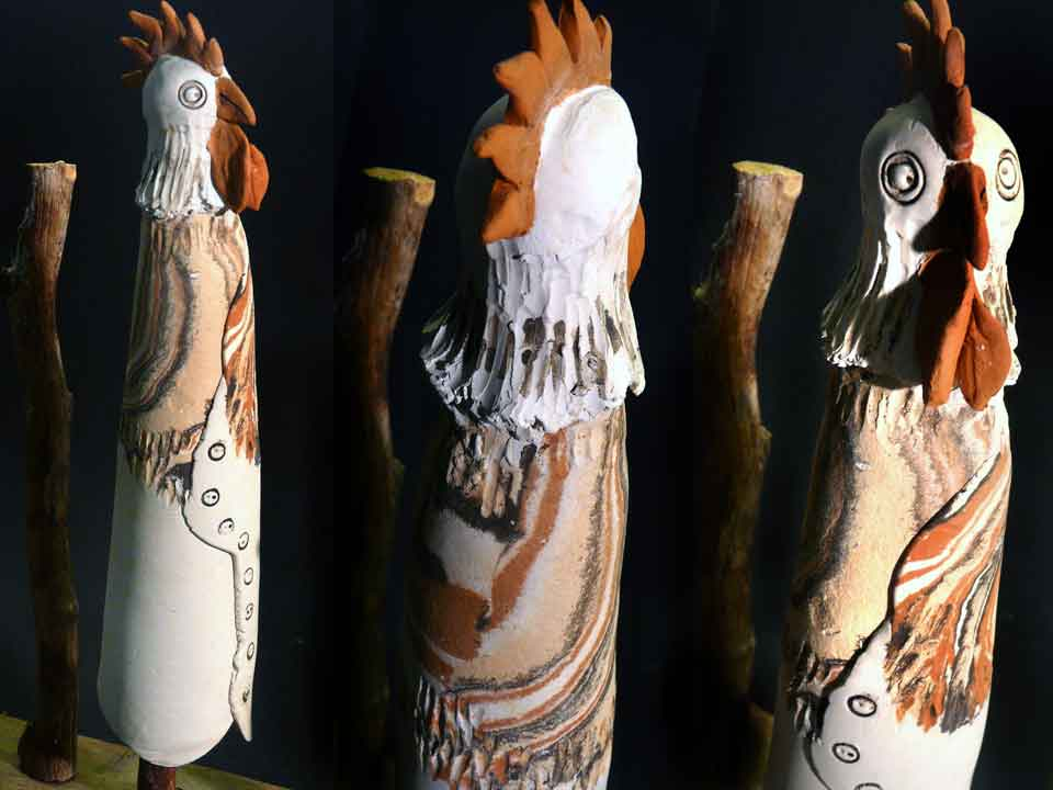 Der stolze Hahn hält Wache - Zaunhocker Keramik
