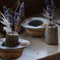 Kleine Schale mit Blumenstecker