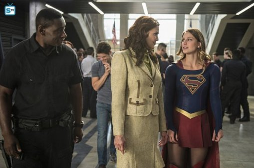 supergirl-2x3-17