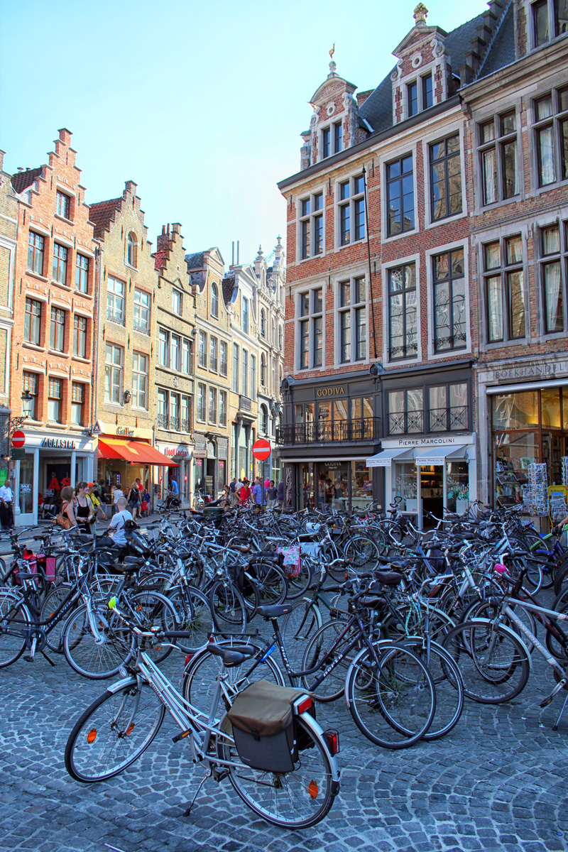 Bruges, Streets, Bikes, Walking Tour