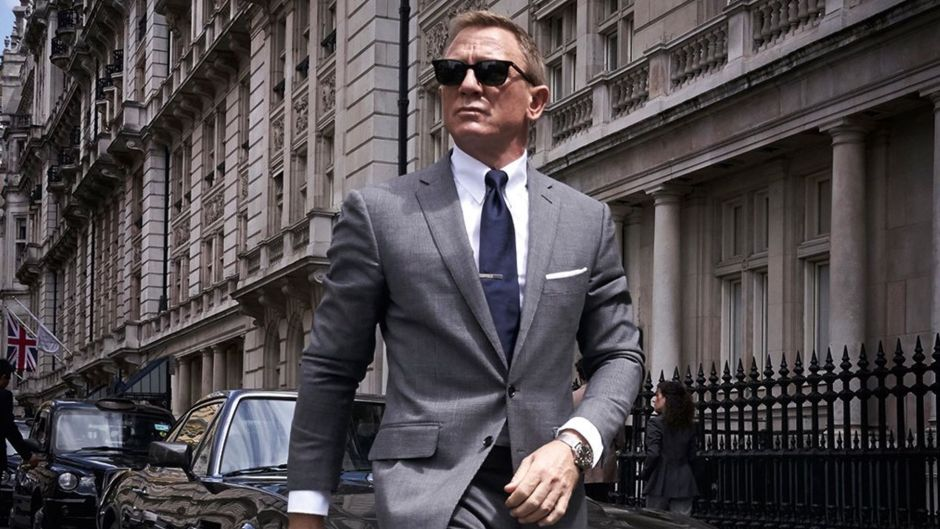first-official-photo-shared-of-daniel-craig-as-james-bond-in-bond-25-social-1562844031