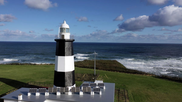 【能取岬】能取岬灯台~北海道~緑の平原と青い海と灯台~絵画のような絶景~ドローン、空撮