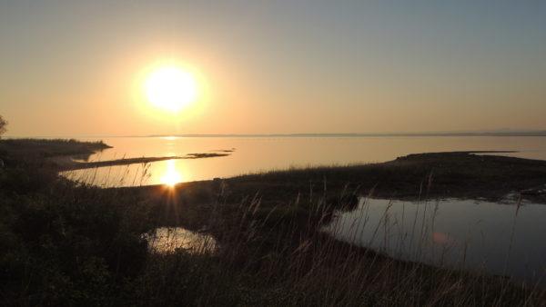 【北海道】サロマ湖の夜明け 北の海から太陽が昇る