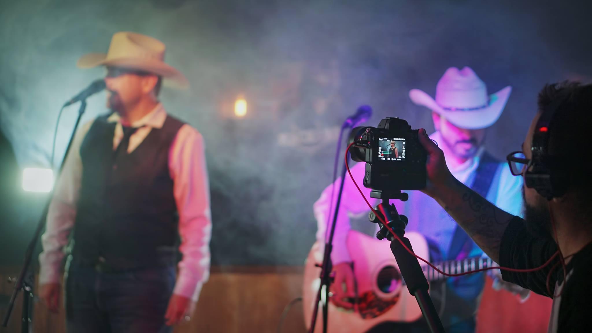 Mack et Ro en tournage pour le vidéoclip de la chanson Romaine