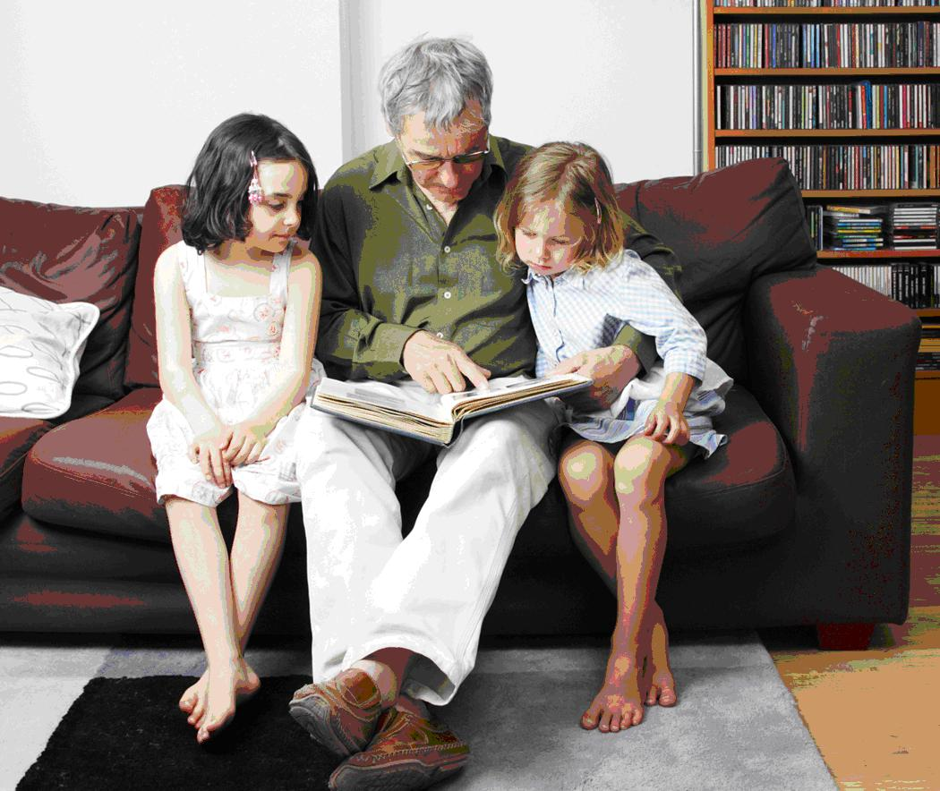 Dad story reading - Clipart