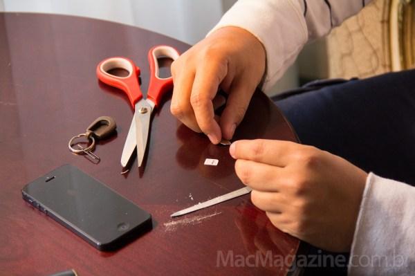 Transformando Micro-SIM em Nano-SIM - by MacMagazine
