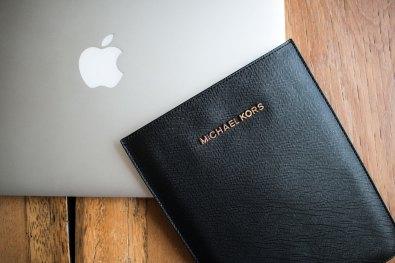 Sleeve para iPads mini, da Michael Kors