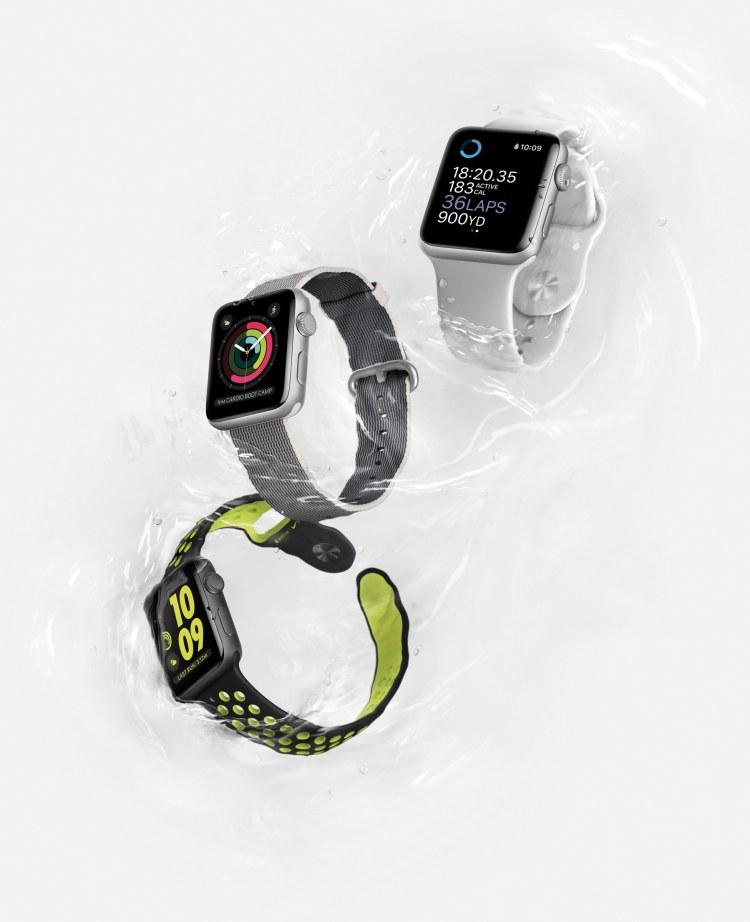 Modelos de Apple Watch Series 2 molhados