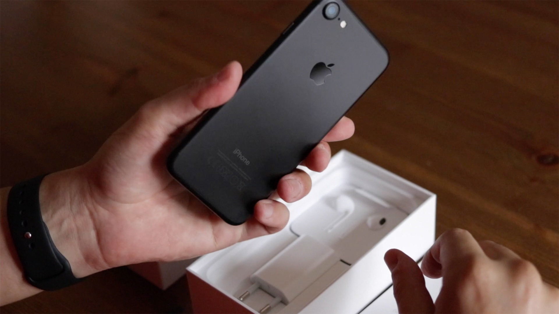 Unboxing do iPhone 7 preto matte