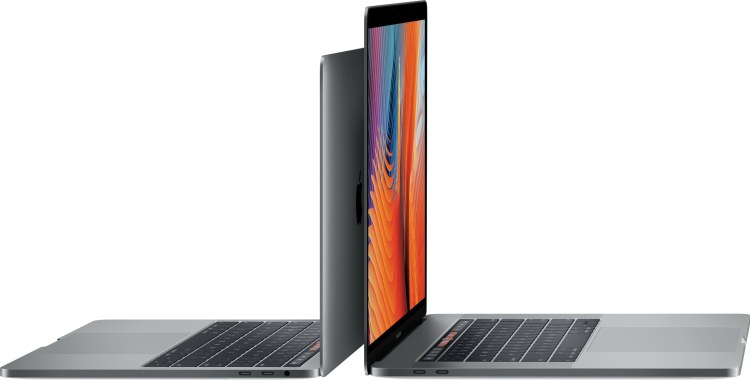Novos MacBooks Pro de 13 e 15 polegadas abertos na diagonal