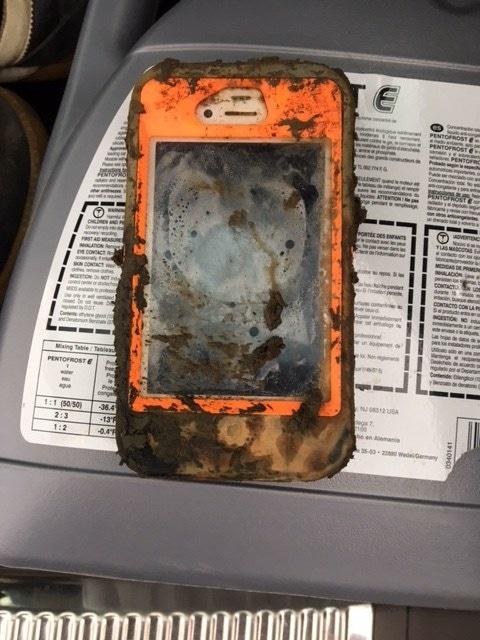 iPhone 4 perdido no lago