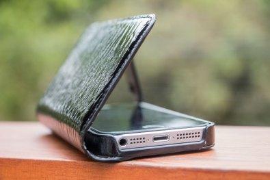 Capa Hampton Wallet de couro para iPhones 5/5s/SE, da Sena