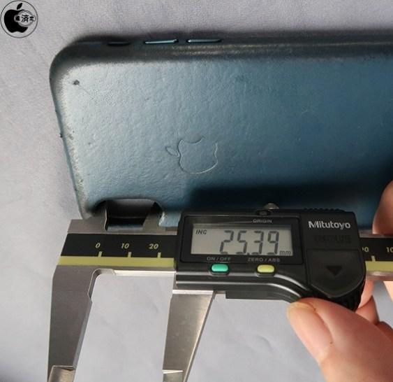 Diferença nos buracos para câmera traseira nas cases oficiais do iPhone X e iPhone XS