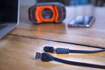 Cabo Micro-USB/USB com adaptador Lightning, da mophie