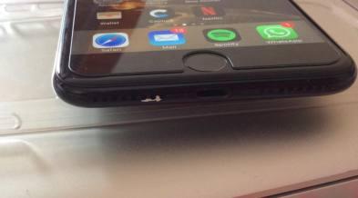 iPhone 7 preto brilhante descolorindo