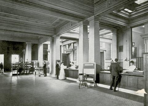 """A área de circulação e atendimento da Carnegie Library foi transformada no """"Forum"""", um átrio aberto"""