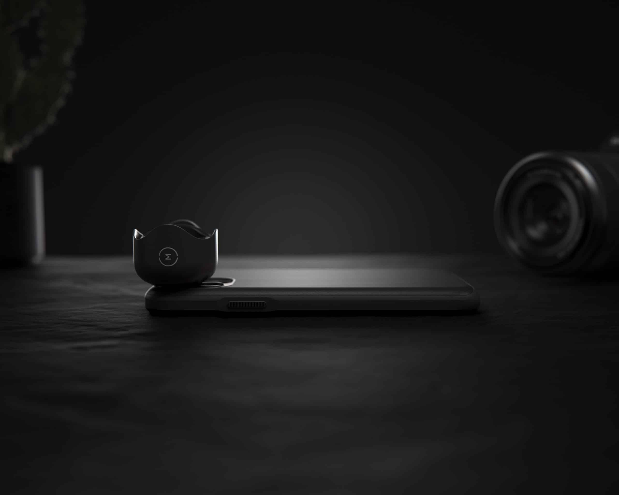 Case da Nomad equipada com lente da Moment (lateral)