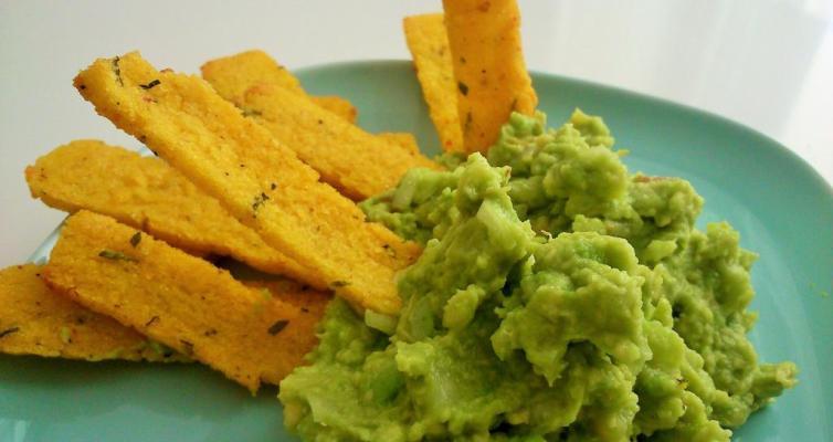guacamole con nachos de polenta
