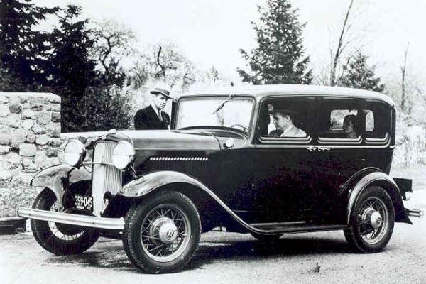 1932 Ford Deluxe V8 Fordor Sedan