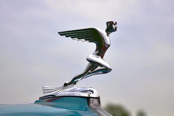1933 Auburn 8-101A radiator mascot