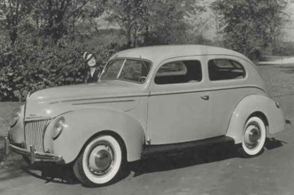 1939 Ford Deluxe Tudor Sedan