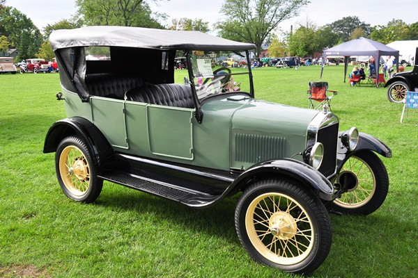 B. Rex and Susan Reinink 1926 Ford Model T Touring green