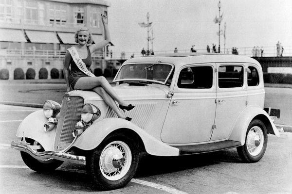 1933 Ford Fordor Deluxe Sedan with Miss America