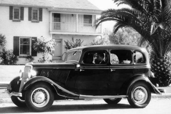 1934 Ford Fordor Deluxe Sedan palm tree